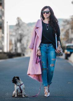 Outfit Oversize Pullover von Mango, rosa pink Oversize Mantel von H&M, Sonnenbrille aus Holz by Woodzee, ripped Jeans, Pumps in Silberoptik von Miss KG | Julies Dresscode | #ootd #oversize #woodzee #juliesdresscode #fashionblogger