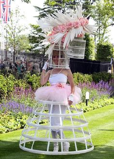 Anneka Tanaka-Svenska certainly managed to attract attention at Royal Ascot in her intriguing outfit Crazy Dresses, Ascot Hats, Crazy Hats, Grand National, Bird Cages, Royal Ascot, Race Day, Headgear, Kentucky Derby