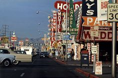 "Studio Robert Venturi, Learning from Las Vegas, Car View of    Strip,1968-1972, Documentation    issue de ""Learning from Las Vegas"", Cambridge (Mass), MIT Press, 1972    Courtesy Venturi, Scott Brown and Associates, Inc."