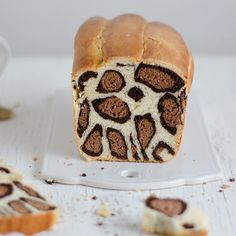 The Leopard Print Bread: A Fashionistas Must-have Confection The Leopard Print Bread: A Fashionistas Must-have Confection Surprise all your friends with the most fashionable cake theyll ever see Milk Bread Recipe, Bread Recipes, Cooking Recipes, Cute Food, Yummy Food, Patterned Cake, How To Make Bread, Sweet Bread, Food Design