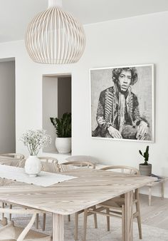 White and natural wood is the simplest and most beautiful combination ever. Home Design, Interior Design, Dining Room Inspiration, Scandinavian Interior, Dining Room Design, Bedroom Decor, Decoration, Natural Wood, Home Decor
