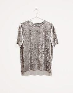 T-shirt velours - Tee-Shirts - Bershka France Love Fashion, Womens Fashion, Fashion Trends, Velvet Tops, Velvet Shirts, Velvet Fashion, Casual Elegance, Nice Tops, Street Style