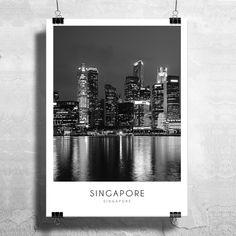 Βραδινή λήψη του αστικού τοπίου της Σιγκαπούρης σε ασπρόμαυρη απόδοση σε poster. #cityposter #mapposter #Singaporeposter #πόλητηςΣινγκαπούρης #nightinsingapore
