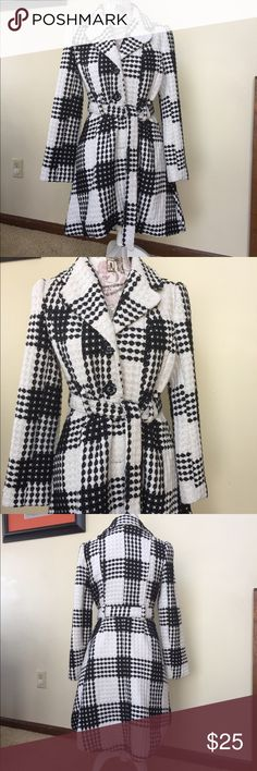 Candies size Medium black & white pattern coat Gorgeous dressy black & white coat with tie belt.  Slight pinkish stain near the buttons on front - see close up.  I'll try to get this stain out before sale but wanted to note it in the description.  Size M Candie's Jackets & Coats Trench Coats