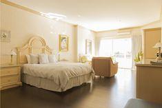Suite Standard au bord de l'eau Furniture, Home Decor, Finnish Sauna, Cookout Restaurant, Water, Bedroom, Decoration Home, Room Decor, Home Furniture