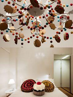 La Maison Moschino est un hôtel 4 étoiles du groupe Hotel Philosophy situé à Milan, où tous les meubles sont à vendre. Ancienne gare néoclassique ce bâtiment a été réinterprété en 2010 par la marque Moschino qui a assuré le design intérieur et la partie créative. Résultat : un univers décoratif délirant, inspiré des contes de fées.