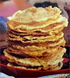Bunuelos or Buñuelos - Mexican Recipe. My grandma makes the best ones! Mexican Dessert Recipes, Mexican Dishes, Burritos, Enchiladas, My Favorite Food, Favorite Recipes, Mexican Pastries, Cocina Natural, Delicious Desserts