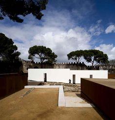 Musealização da Área Arqueológica da Praça Nova do Castelo de S. Jorge / Carrilho da Graça Arquitectos