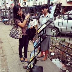 .@jw_witnesses | Public witnessing in Indonesia. Photo shared by @helenimharkas | Webstagram