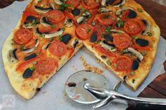 Pizza de post - CAIETUL CU RETETE Vegetable Pizza, Vegetables, Recipes, Food, Recipies, Essen, Vegetable Recipes, Meals, Ripped Recipes