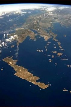 Crete, the Cyclades and Mainland Greece seen from the International Space Station. Santorini, Planet Earth From Space, Earth Space, Crete Island, Byzantine Icons, Crete Greece, Birds Eye View, Science And Nature, Life Science