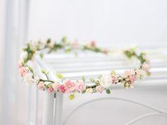 Haarblüten - ♥ Blumenkranz mit Blüten und Blättern ♥ - ein Designerstück von LolaWhite bei DaWanda