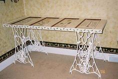 Tafel met metalen tafelonderstel en een #deur als #tafelblad