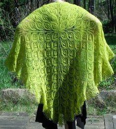 Ravelry: Lehtivihreä pattern by Tuutikki Heiskanen - wouldn't this look lovely in peacock colors? Knit Or Crochet, Cute Crochet, Lace Knitting, Crochet Shawl, Shawl Patterns, Knitting Patterns, Knitting Ideas, Knitted Shawls, Knit Scarves