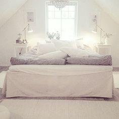 Old picture☝🏼️ Ligger i sängen med glass i truten och väntar på att titta på…