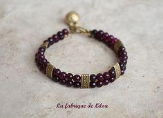 Bracelet ethnique double rangs perles de couleur grenat et grelot