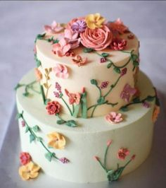 Just Wait Until You See What These Bakers do With Buttercream Frosting Birthday Cake With Flowers, Beautiful Birthday Cakes, Gorgeous Cakes, Pretty Cakes, Cute Cakes, Amazing Cakes, Cake Decorating Techniques, Cake Decorating Tips, Cookie Decorating