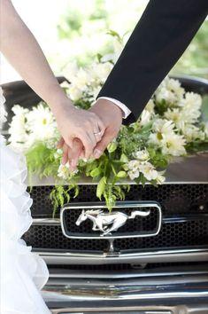 Fotos de los novios con su coche de boda - bodas.com.mx