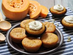 What better way to welcome in the fall season, than with these delicious cupcakes? Excite your friends and family with these homemade cupcakes.