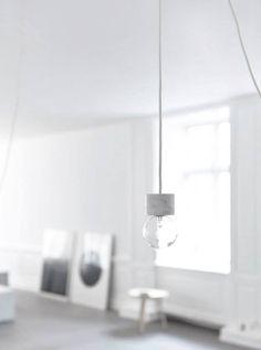 Erst die richtige Leuchte, rückt alles in das richtige Licht! Hier entdecken und kaufen: http://sturbock.me/35p
