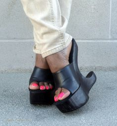 Sapphic Feet and Toes Mules Shoes, Heeled Mules, Clogs Shoes, Oxfords, Hot High Heels, Wedge Sandals, Cute Toes, Sexy Toes, Designer Heels