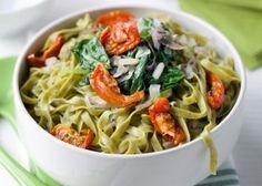 Tagliatelle met spinazie en zongedroogde tomaten