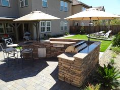 Custom Outdoor Kitchens and BBQ's