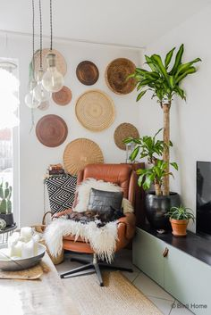 Look inside a bohemian interior with personal DIYs - Looking inside Tatjana& World bohemian interior © BintiHome - Boho Chic Interior, Bohemian Bedroom Design, Bohemian Decor, Bedroom Designs, Bohemian Studio, Classic Interior, Home Design Decor, Home Interior Design, Diy Home Decor
