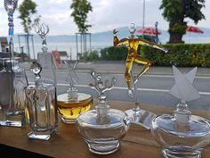 Possibilité de créer son propre parfum et son flacon avec le travail du verre.