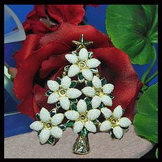 Vintage Christmas tree brooch. UNSIGNED by VINTAGEJOOLSFORYOU