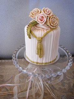 (via Cupcakes♥Mini cakes) Beautiful Cupcakes, Gorgeous Cakes, Pretty Cakes, Cute Cakes, Amazing Cakes, Mini Tortillas, Small Wedding Cakes, Wedding Cupcakes, Mini Cakes
