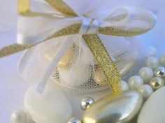 Dragees wedding favour white & gold