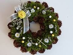 "Képtalálat a következőre: ""dušičkový věnec"" Christmas Wreaths, Holiday Decor, Home Decor, Christmas Swags, Homemade Home Decor, Holiday Burlap Wreath, Interior Design, Home Interiors, Decoration Home"
