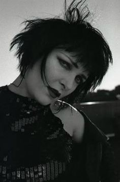 Siouxsie And the Banshees Siouxsie Sioux, Siouxsie & The Banshees, Goth Bands, Goth Music, Goth Subculture, Gothic Hairstyles, Women Of Rock, Punk Goth, Rock Chic