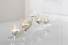 Moderne Kerzenleuchter: 5-flammiger Teelichthalter SWING, versilbert und anlaufgeschützt. http://www.deSaive-deSign.de/Teelichthalter-SWING…