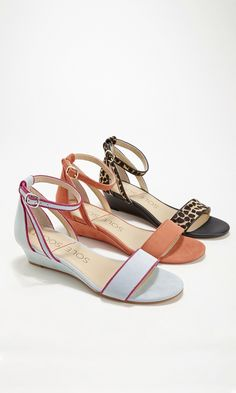 Perfect for spring: Comfortable mini wedge sandals with an open toe and ankle strap