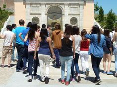 Grupo de alumnos del I.E.S. M. Trueba durante la visita al Palacio. 2012