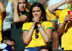 Neymar′s girlfriend pushed a supporter Hot Football Fans, Football Girls, Football Outfits, Samba, Neymar Jr, Instagram Images, Instagram Posts, Celebs, Celebrities