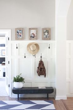 How we gave our home office an expensive built-in library look with a Billy IKEA Hack on a budget Rustic Farmhouse Entryway, Modern Entryway, Modern Farmhouse Decor, Farmhouse Style, Rustic Wood, Entryway Hooks, Hallway Storage, Entryway Decor, Small Entryway Organization