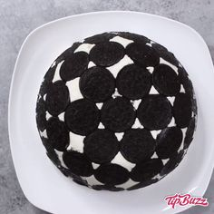 Credit: videos Upside Down Oreo Cake - desserts - Sardline Easy Desserts, Delicious Desserts, Yummy Food, Desserts Oreo, Oreo Dessert, Baking Recipes, Cake Recipes, Oreo Cake, Oreo Cookies