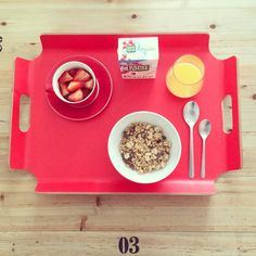 Lazy day . Light breakfast ☕️. Full cereal with dark chocolate nugget - strawberries - orange juice.