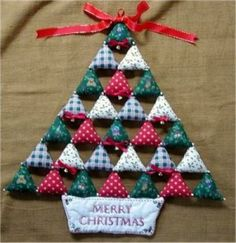 Christmas Tree made from quilted squares Christmas Fabric Crafts, Diy Christmas Decorations Easy, Crochet Christmas Ornaments, Christmas Origami, Christmas Sewing, Handmade Christmas, Christmas Diy, Christmas Crafts, Hanging Christmas Tree