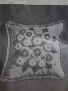 "Vintage 1969 LeeWards FLORAL CREWEL EMBROIDERY PILLOW Complete Kit - 17"" Sq. #LeeWards"