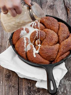 A delicious skillet cinnamon bread recipe, with a sweet glaze. All the flavours of cinnamon rolls, served up in a skillet.