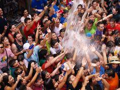 Chúndara de Peñafiel desde 1950. La fiesta, el gentío, la música y el agua son los protagonistas.
