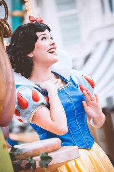 my disney character interactions and photography. Disney Day, Disney Girls, Disney Love, Disney Magic, Walt Disney, Disney Style, Disneyland Face Characters, Disney Characters, Disneyland World