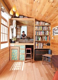 tiny house interior / tiny house ` tiny house design ` tiny house plans ` tiny house living ` tiny house ideas ` tiny house bathroom ` tiny house on wheels ` tiny house interior Tyni House, Tiny House Living, Small Living, Living Room, Tiny House Bedroom, Bedroom Small, Tiny House With Loft, Diy Bedroom, Tiny House Office