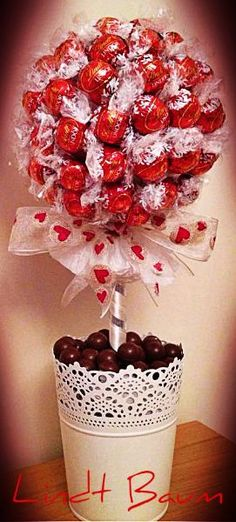 Gift idea for every occasion, e. for Valentines Day. Chocolate Tree, Chocolate Bouquet, Valentines Gifts For Her, Valentines Day, Homemade Gifts, Diy Gifts, Sweet Trees, Candy Bouquet, Diy Birthday