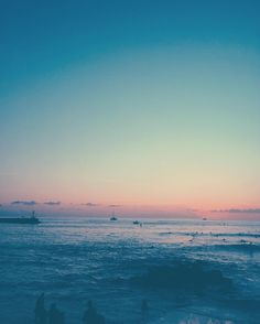 #sunset #surf #beach #plage #sea #mer #sky #blue #skyporn #sunday #waves #landscape #paysage #tropical #island #islandlife #chill #chillin #974 #lareunion #reunionisland #gotoreunion #edit #vsco #vscocam by retourversleturfu_