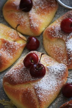 Pastry envelopes with cottage cheese and cherries Russian Cakes, Russian Desserts, Ukrainian Recipes, Russian Recipes, Sweet Pastries, Bread And Pastries, Savoury Baking, Bread Baking, Napoleon Cake